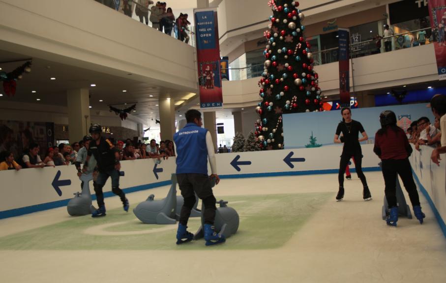 Open Plaza inaugura oficialmente la pista de hielo más grande del Perú